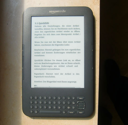 Amazon Kindle in der Sonne