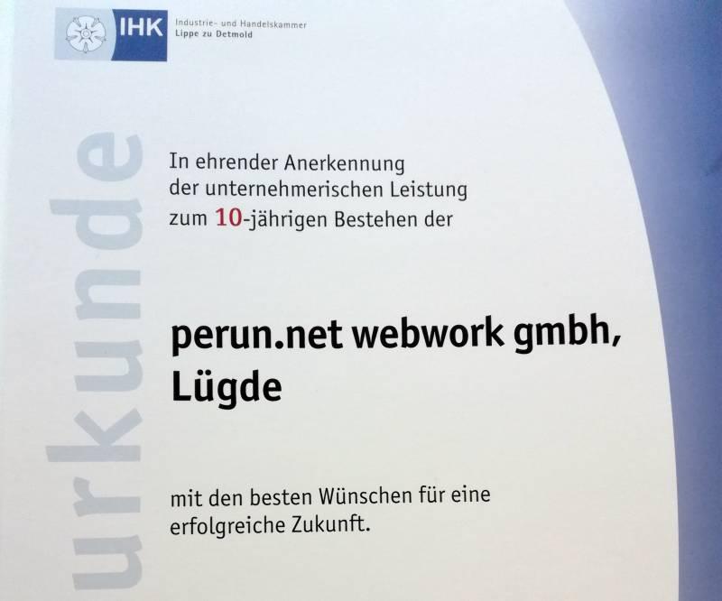 Die IHK-Ehrenurkunde für perun.net webwork gmbh zum 10. Jubiläum