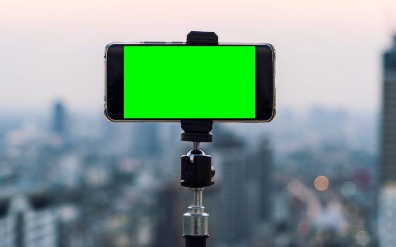 Symbolbild: Smartphone auf dem Stativ